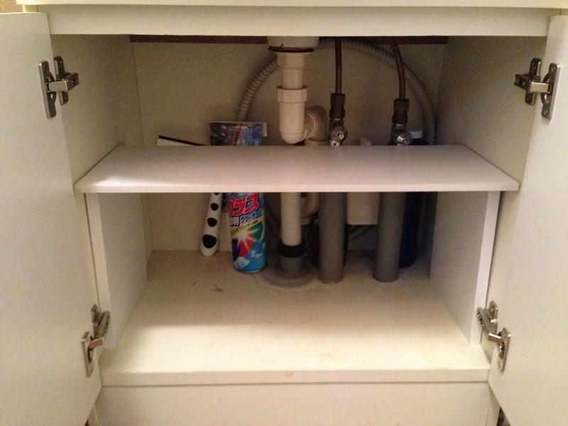 洗面化粧台下に棚を設置
