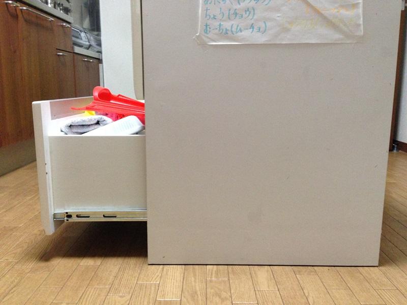 キッチンカyンターの引出が固くて半分くらいしか開かない