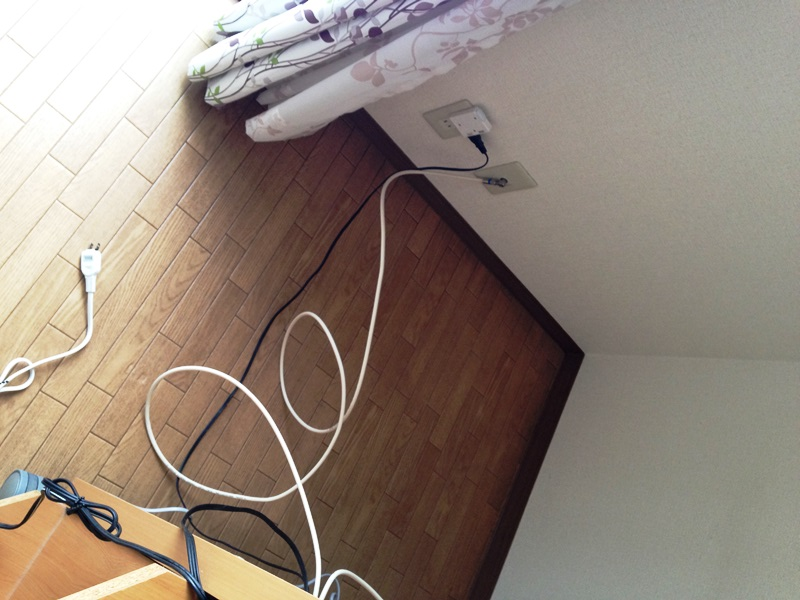 テレビボードの裏側の掃除