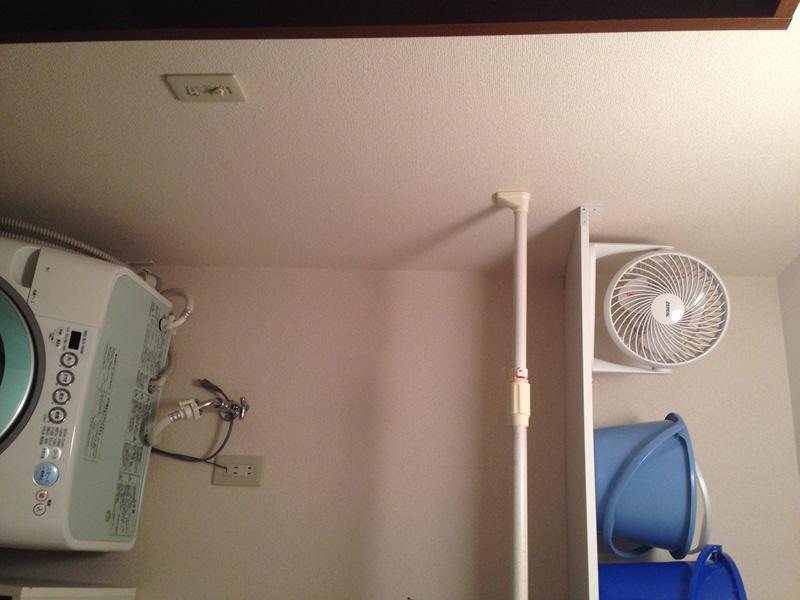 洗面脱衣所の棚にサーキュレーターを置いてみた
