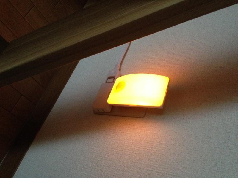 LEDセンサー付ライト(夜間・点灯時)