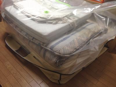 ボックスタイプ布団圧縮袋に敷布団を入れる